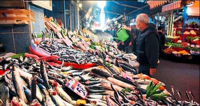 Balıkçıların tezgahı doldu, fiyatlar düştü