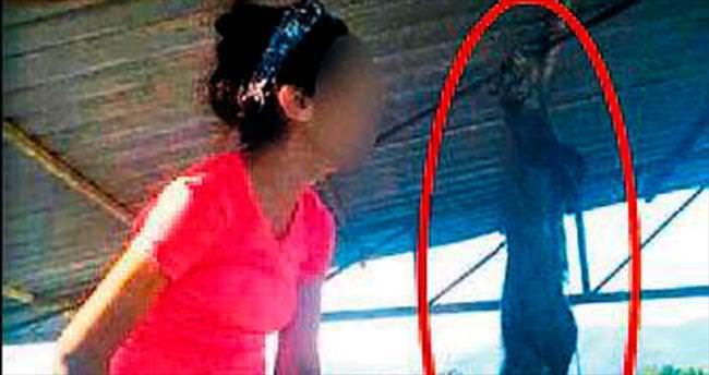 Liseli kız kediyi çamaşır ipine astı