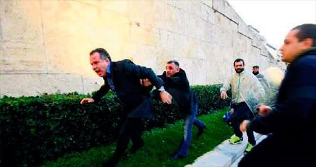 Yunan vekil Pontus protestosunda tartaklandı