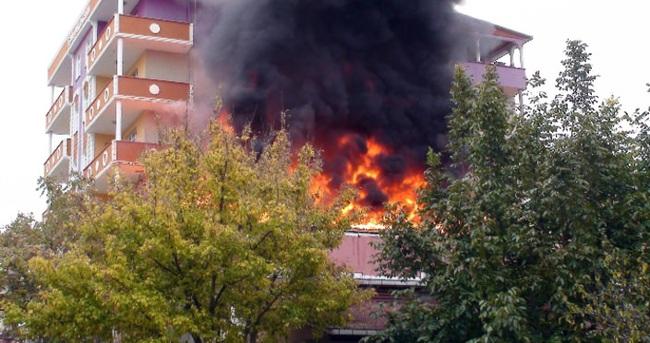 Patlama mahalleliyi sokağa döktü