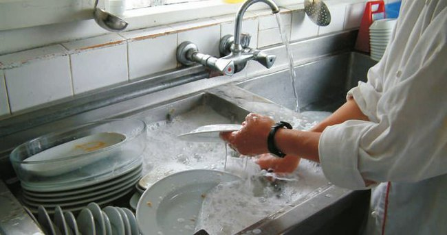 Bu haberi okuyan erkekler bulaşık yıkamaya başlıyor!