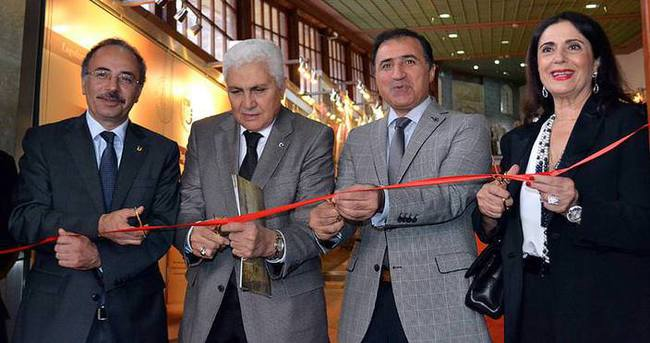 'Osmanlı'dan Günümüze Giysiler' sergisi açıldı