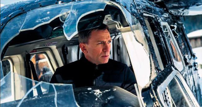 Bond kendi dünyasında bocalıyor