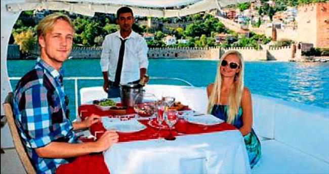 1 milyonluk yatla turistlere VIP tur