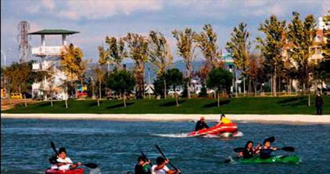 Parkta kano yarışı Bursa'ya renk kattı