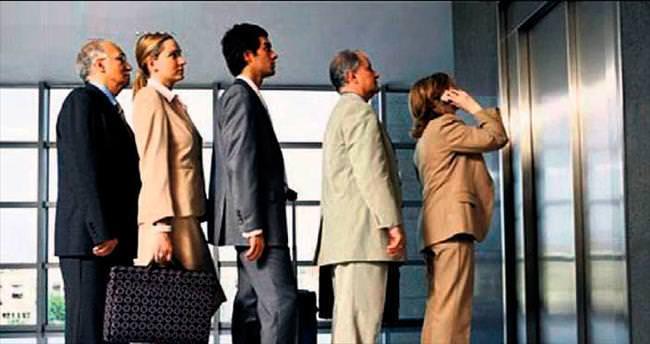Asansör trafiği, çalışana günde 1 saat kaybettiriyor