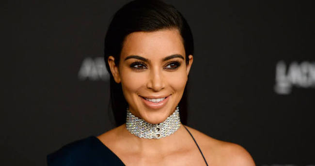 Kim Kardashian'dan olay kıyafet!