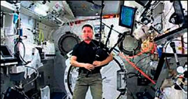Uzayda ilk gayda sesi