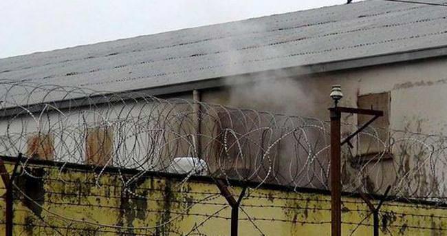 Mahkumlar cezaevini yaktı!