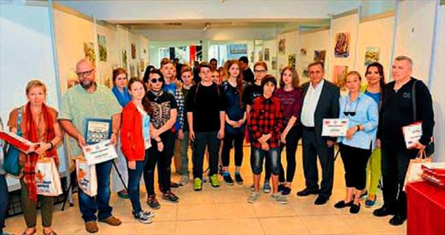 Rus öğrenciler Kaleiçi'ni çizdi