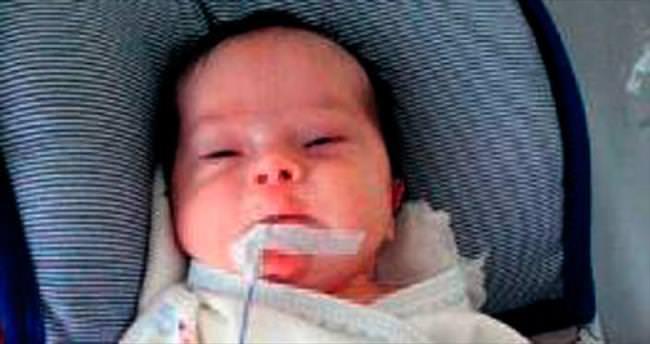 Talha bebeğe Başbakan Davutoğlu yardım eli uzattı