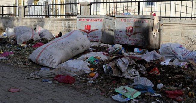 HDP'li belediye mahalleyi çöplüğe çevirdi