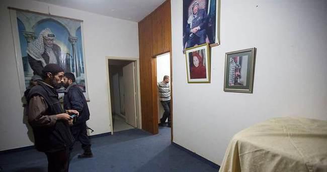 Hamas Arafat'ın evini teslim etti