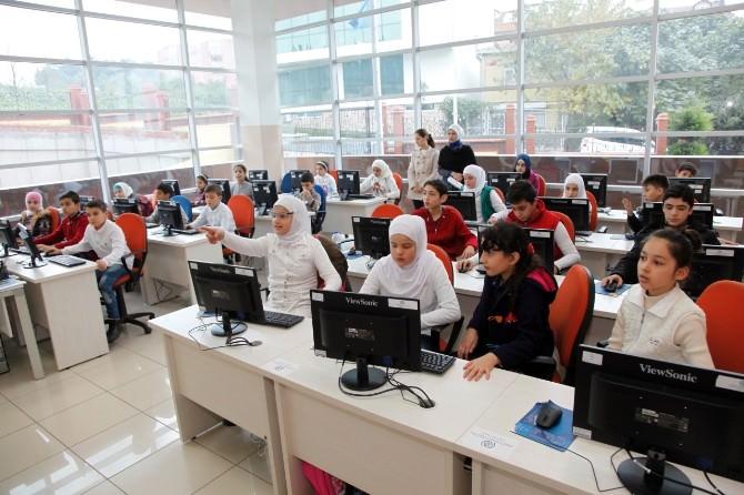 Mültecilere Bilgisayar Kursu