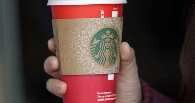 Starbucks'ın ''Kırmızı'' bardakları ABD'de gündem oldu
