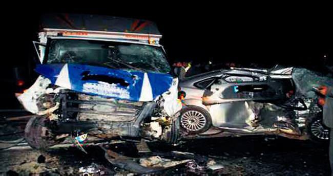 Baba ile oğlu kazada can verdi
