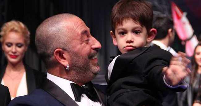 Cem Yılmaz'ın son filminin galasına oğlu Kemal damgasını vurdu
