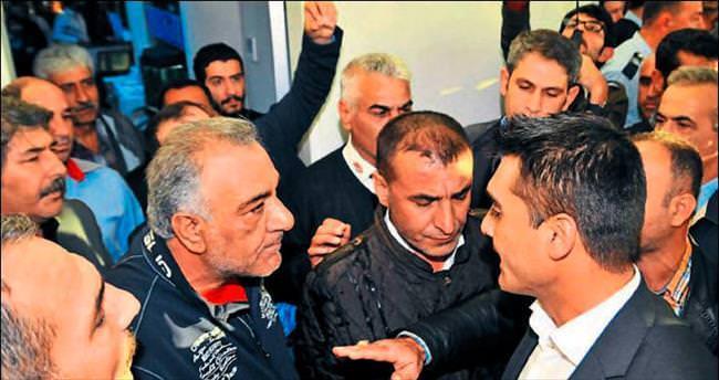 Otogar çalışanı gazeteciyi dövdü