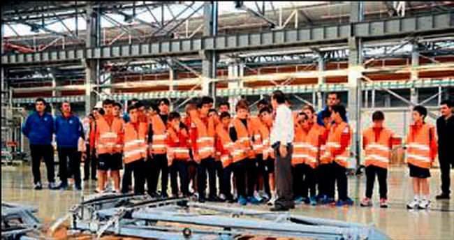Futbolcu adayları metroyu inceledi