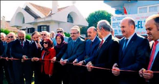Yaşlı konuk evi törenle açıldı