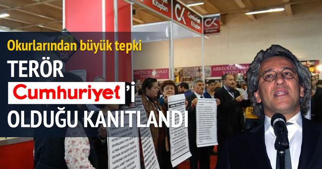 FETÖ'cü Can Dündar'a protesto