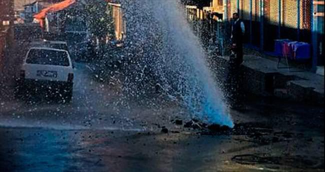 Su borusu patladı sokak şelale oldu