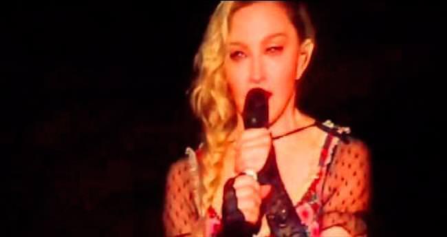 Madonna Paris için ağladı