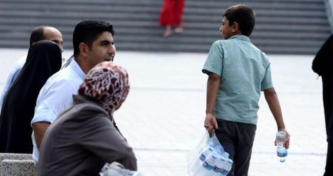 İzmir'de çocuk toplama timi çocukları sokaktan kurtarıyor