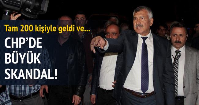 CHP'de skandal olay... Belediye başkanı il binasını bastı