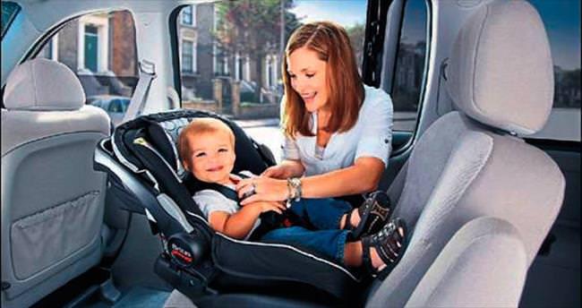 Bebek oto koltukları kaza riskini azaltıyor