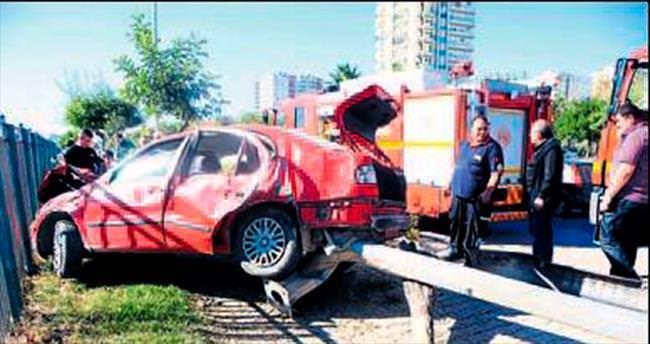 Araç hurdaya döndü, son anda kurtuldu