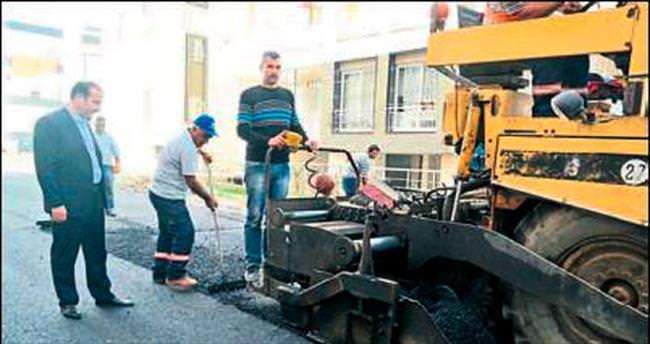 Ceyhan'da asfaltlama çalışmaları sürüyor