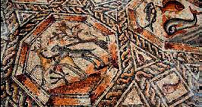 İnşaattan bin 700 yıllık mozaikler çıktı