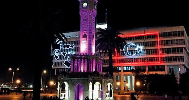 İzmir Saat Kulesi mor renge büründü