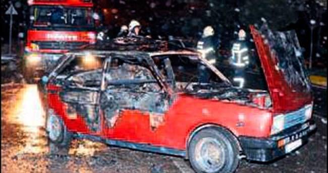 Alev alan araçta yanarak can verdi