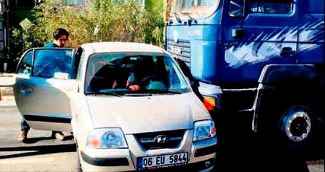 Kamyon otomobile çarptı: 1 yaralı