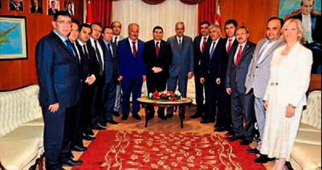 AKBB Tütüncü ve yönetimi KKTC'de