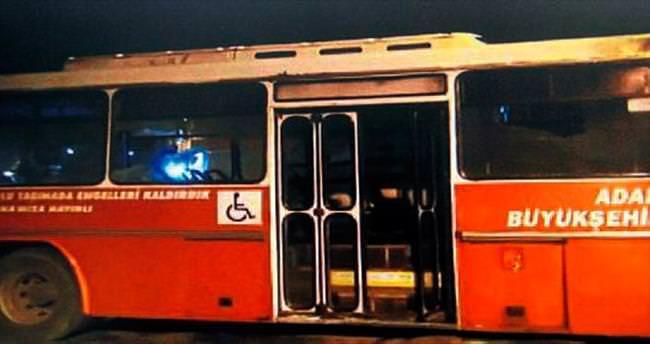 İçinde yolcu olan otobüse Molotof kokteyli attılar