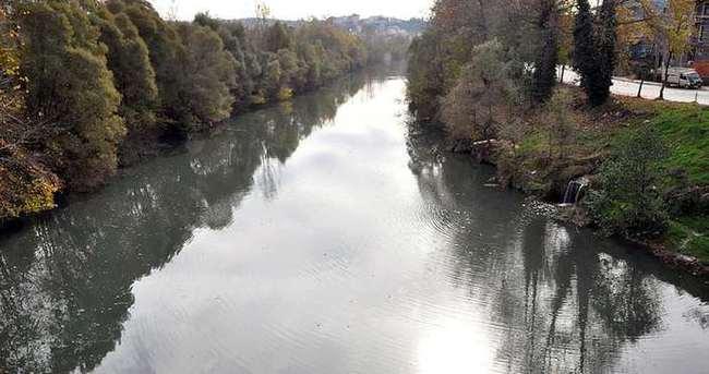 Bartın Irmağı siyaha büründü!