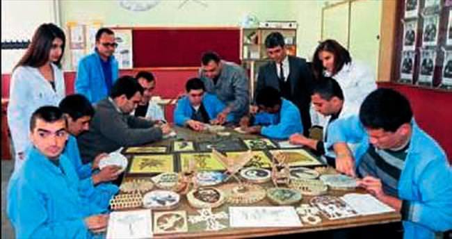 Özel öğrencilerden güzel el işi ürünler