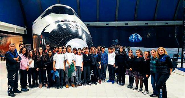 Emniyet, 300 öğrenciyi Uzay Kampı'na götürdü