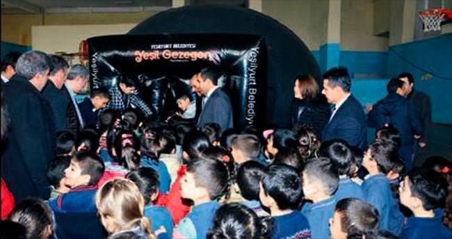 İlkokul öğrencileri uzay ve astronomiyi öğreniyor