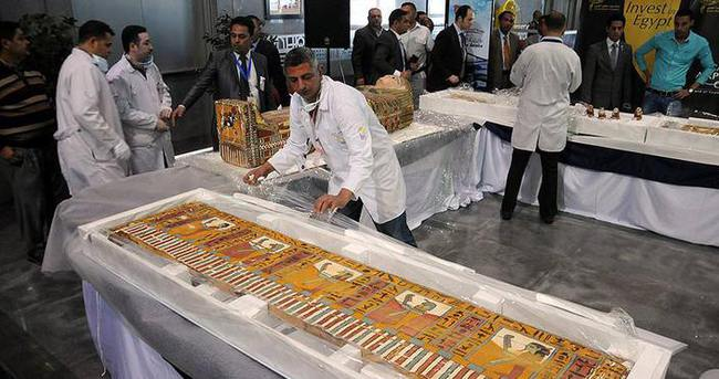 Kaçırılan tarihi eserler Mısır'a teslim edildi