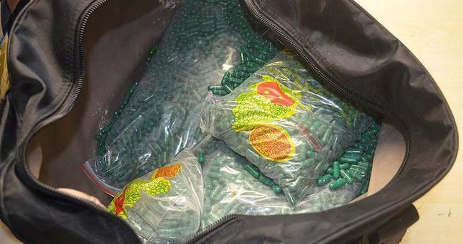 Havalimanında kaçak cinsel uyarıcı ilaç yakalandı