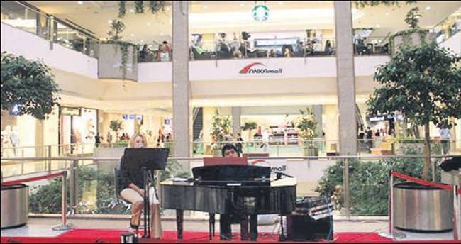 Bu kez öğretmenler için piyano çalacaklar