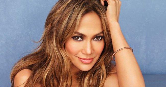 Jennifer Lopez bir gecede 10 kıyafet giydi