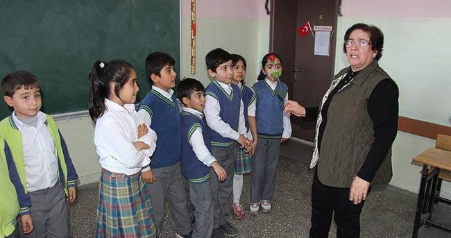 '44 yıllık eğitim çınarı' Mukaddes öğretmen