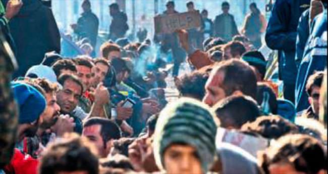 Mülteci kampında yangın: 18 ölü