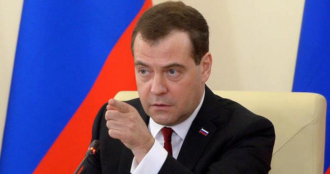 Dmitri Medvedev'den flaş açıklama!