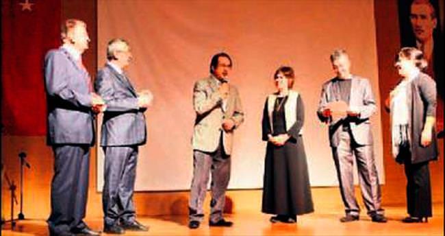 Edebiyat ve kültüre hizmet ödüllendirildi